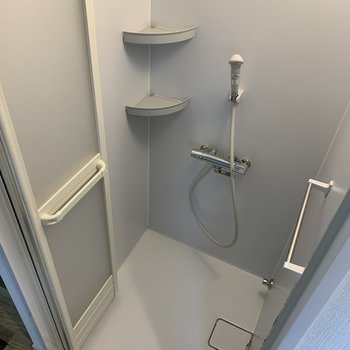 浴槽はなくシャワーのみです