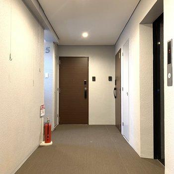 【共用部】廊下は広めですね