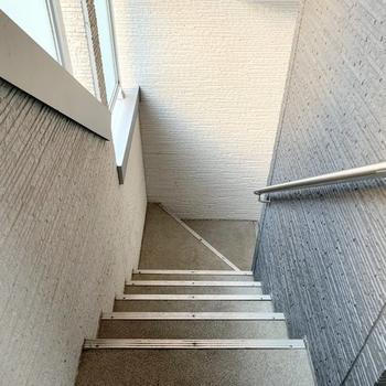 お部屋までのアクセスはこちらの階段です。※前回募集時の写真です。