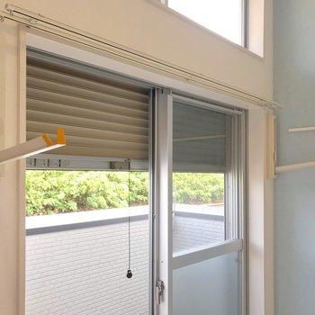 室内干しも併用できるのが嬉しい!シャッター雨戸付きで防犯面・防災面も安心ですね。