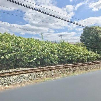 下の線路には西鉄貝塚線が通りますよ。