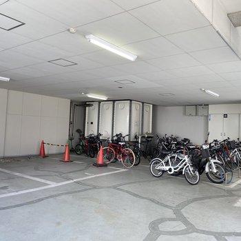 駐輪場もありますよ。雨に濡れなくていいね♪
