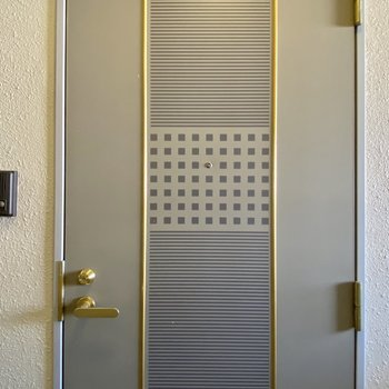 玄関扉もおしゃれです◯