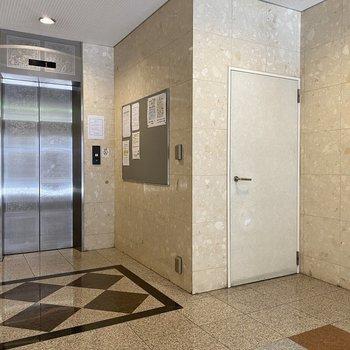 エレベーターを使って9階までゴー!