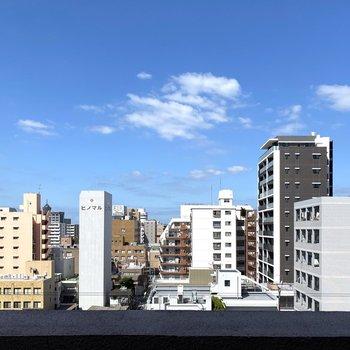 眺めもいいな〜高層階だから風も気持ちいいですよ〜!