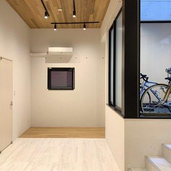 床と天井の木が素敵なんです。