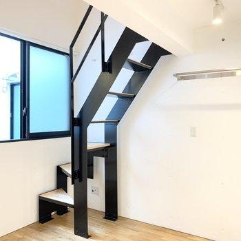 階段は急なので十分お気をつけくださいね。