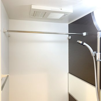 浴室乾燥機付きで雨が続いても安心。
