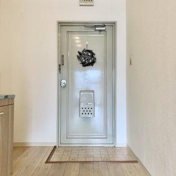ドアの薄いレトロな青色が、お部屋の雰囲気と合っていて可愛かったです!
