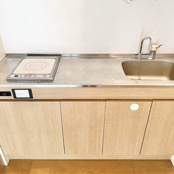 調理スペースはゆったり。卓上IHを置くこともできそう。