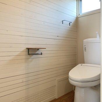 トイレには窓が付いています。