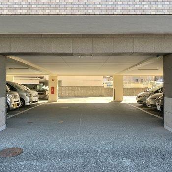 1階は駐車場になっております。