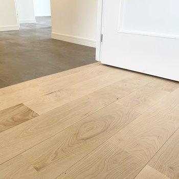 【完成イメージ】フロアタイルと無垢床の切り替えがお部屋にメリハリを与えてくれます。