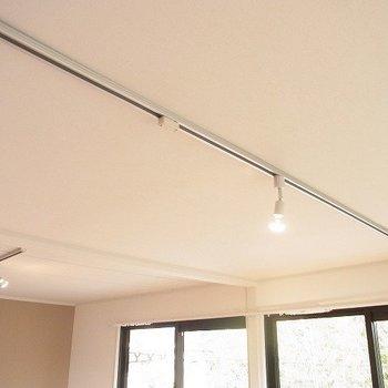 【完成イメージ】リビングの照明にはライティングレールを採用。細かいところまで拘ることができます!
