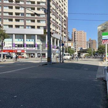 最寄りは西鉄平尾駅です。コンビニやジムに歯医者も入った便利な駅ですよ!