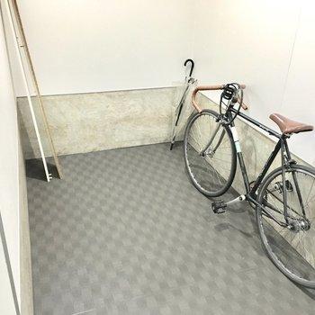 共用部】駐輪スペースは各階にあります。