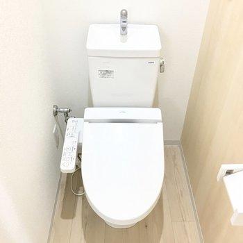 トイレは個室ではありません。※写真は反転間取り別部屋のものです