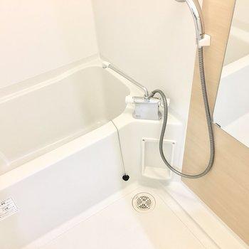 お風呂は浴室乾燥機付き◎※写真は反転間取り別部屋のものです
