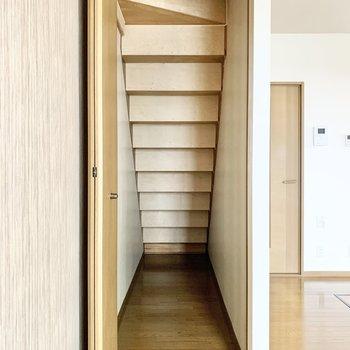 【DK】階段下を利用した、収納スペースがありました