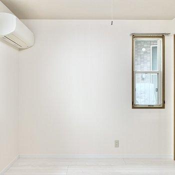 【洋室②】こちらも程よい広さのお部屋