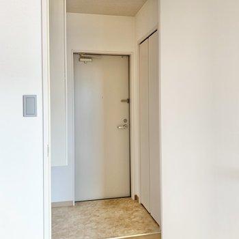 玄関はお部屋と仕切る扉あり。におい対策もできそうですね!