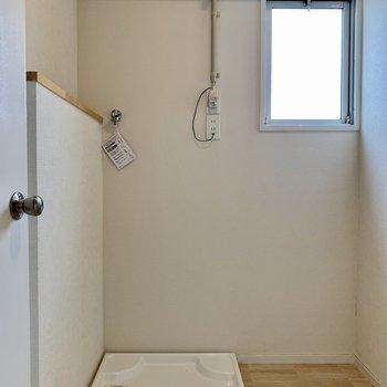 洗濯機置き場がありました!窓もあるので換気はしっかり!