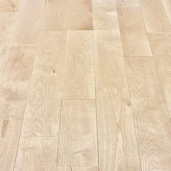 明るく暖かいバーチの無垢床!