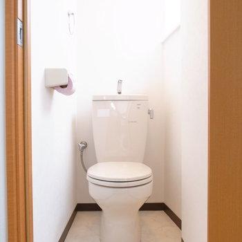 トイレにも窓があって明るい♪