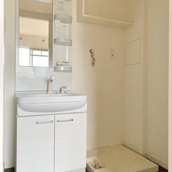 脱衣所に洗濯機を置けます。(※写真は3階の反転間取り別部屋のものです)