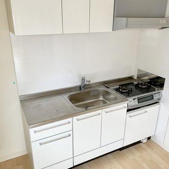 冷蔵庫を置くスペースもしっかり。(※写真は3階の反転間取り別部屋のものです)