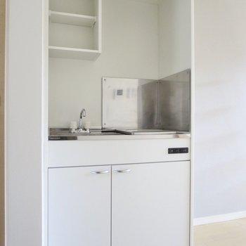 キッチンは調理スペースがないので、ワゴンなどで確保したいですね※写真は前回募集時のものです