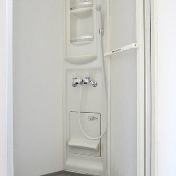 お風呂はコンパクトなシャワールーム※写真は前回募集時のものです