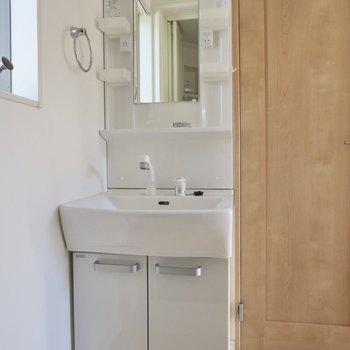 独立洗面台もあるんです※写真は前回募集時のものです