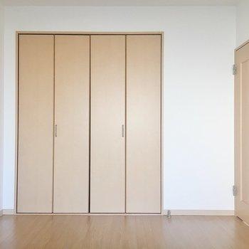 【洋室2】玄関側には洋室がもうひとつ。