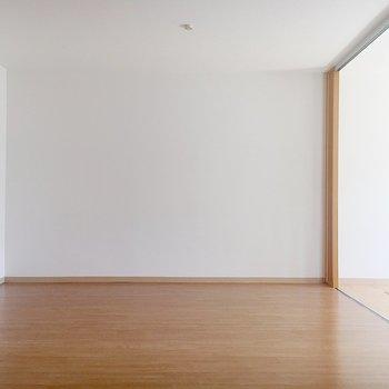 【LDK】大きめの家具を置いてもゆとりがありそうです。