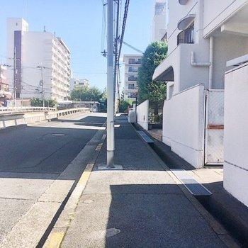【周辺環境】お部屋から駅までは緩やかな坂道です。