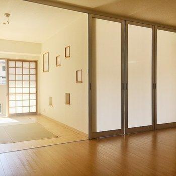 リビングと和室・洋室への扉はスライド式になっています。まずは和室から見ていきましょう!