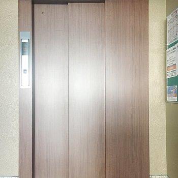 【共有部】エレベーターもありますよ。