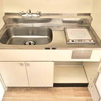 コンロは1口、シンクが大きいので洗い物もサクサク捗りますね。