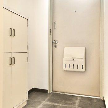 フラットな玄関はゆとりアリ!来客の靴の置き場にも困りません。