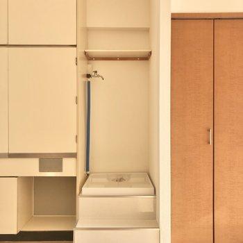 この隙間には洗濯機がすっぽりハマるんです。