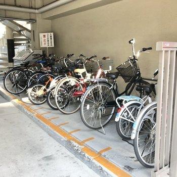 駐輪場は屋根のある場所に。