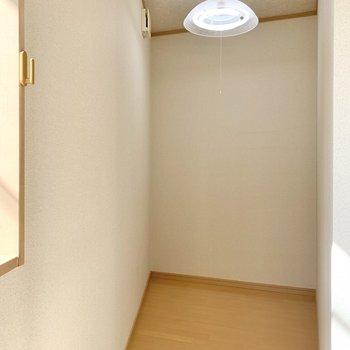 【洋室】※家具・雑貨はサンプルのものです