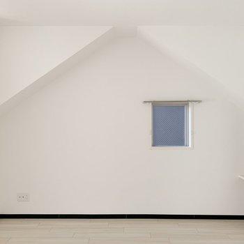 お部屋の中にお家の形をした壁。小窓も嬉しい〜!(※写真は4階の反転間取り別部屋のものです)