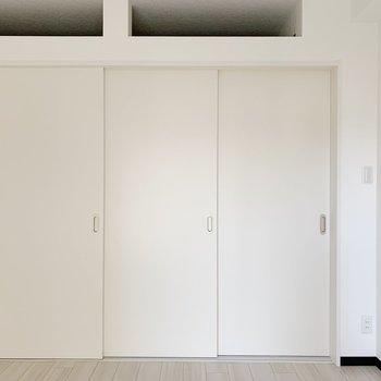 こうやって仕切って寝室とリビングに分けるのもよさそうですね。(※写真は4階の反転間取り別部屋のものです)