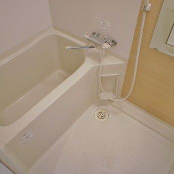 清潔感のあるバスルーム※写真へ同間取り別部屋のもの