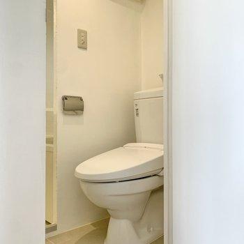 トイレは温水洗浄機能付きでした。