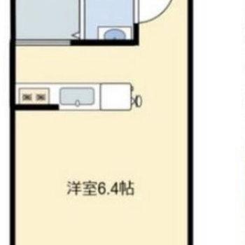 カウンターキッチンが中央に配置されています。