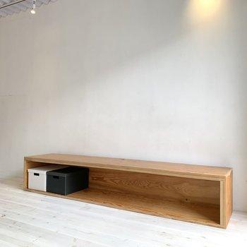 サイドの棚は写真のようにボックスを活用していきたいですね。