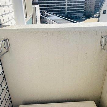 天気のいい日にはここでお洗濯を。(※写真は9階の同間取り別部屋のものです)